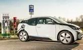 Recargar coches eléctricos en gasolinera es tres veces más caro que un coche diésel