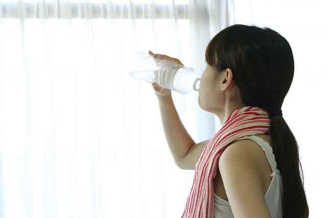 熱がこもりにくい体にするためには水分摂取にも気をつけなくてはなりません。