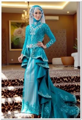 Model Baju Pesta Renda Panjang Biru