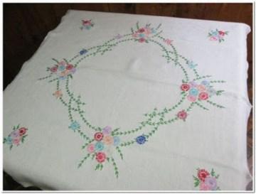 Taplak meja bordir motif gambar bunga