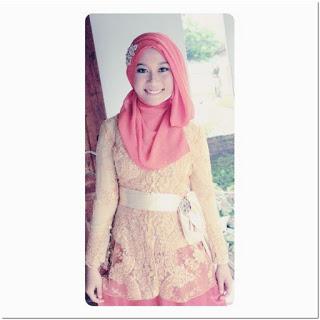 Hijab Dengan Renda Bordir Tempel Warna Pink