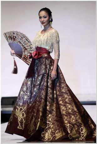 Gaun kebaya kombinasi batik modern