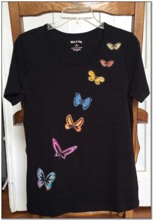 Baju kaos wanita di bordir kupu-kupu