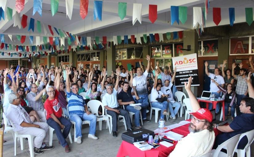 Docentes aguardam assinatura do acordo para o fim da greve