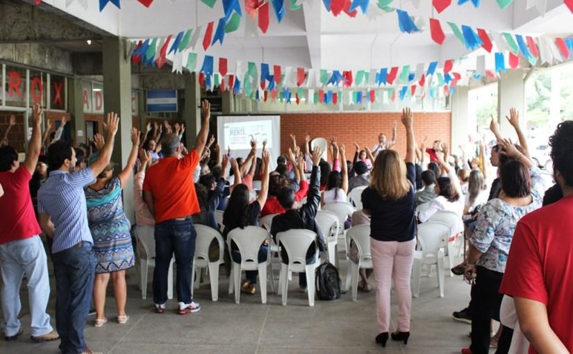 Assembleia da ADUSC mantém a greve até assinatura do Termo de Acordo