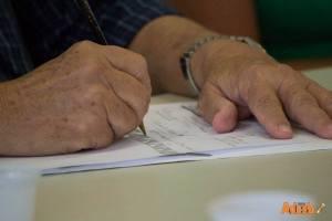 Coordenador da CODES desenha durante a reunião. Foto: Ascom ADUSB