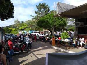Funcionários Técnicos e Administrativos fecharam os portões em protesto nesta terça-feira (04)