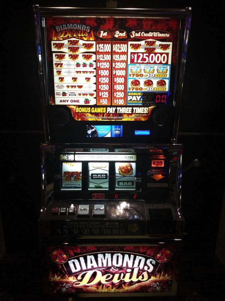 Devils And Diamonds Slot Machine