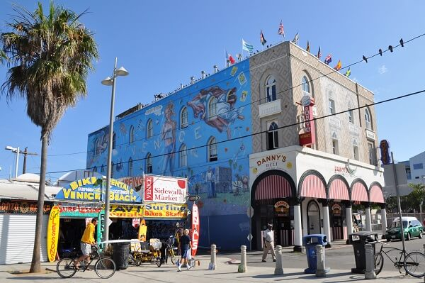 The Best Free Things To Do In Los Angeles - Venice Beach Boardwalk - Los Angeles