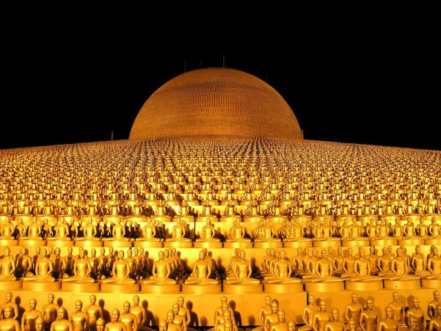Wat Phra Dhammakaya in Pathum Thani – The Largest Temple in Thailand
