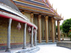Wat-Ratchabophit-Bangkok-Ubosot-Shrine2