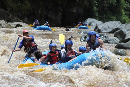 Rafting the Pacuare River. Picture courtesy of Exploradores.