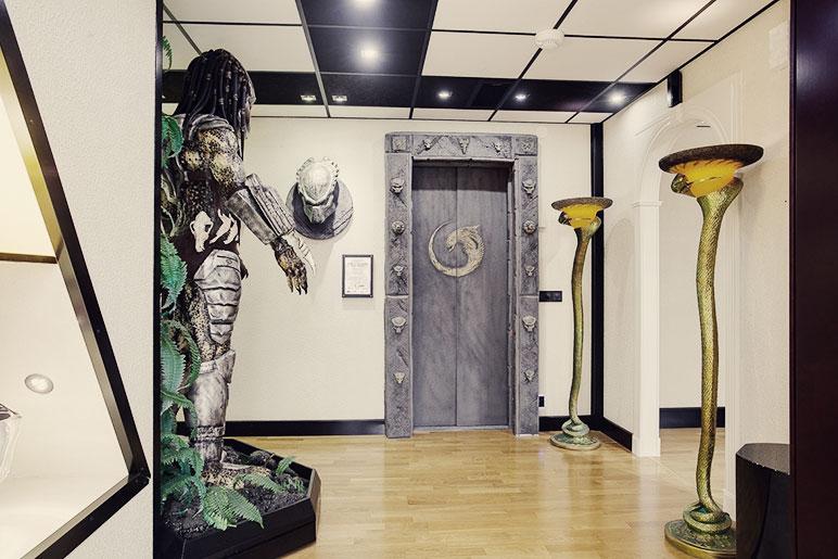 predator-house-corridor