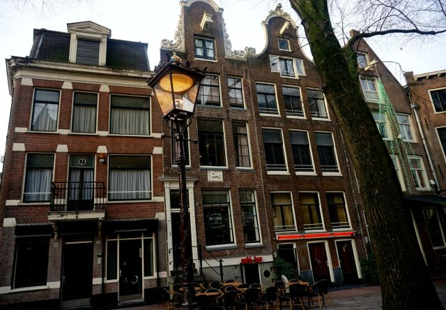what to do in amsterdam coffee shops red light district