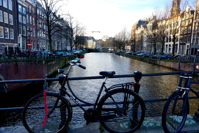 what to do in amsterdam canals bicycle tour