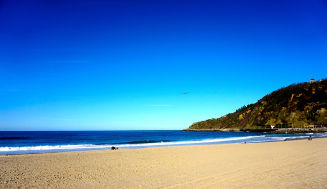 To be honest, even without La Tamborrada, San Sebastian is worth visiting in January. Look how beautiful that beach is!
