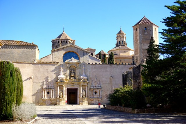 how to get to poblet monastery from tarragona by public transport