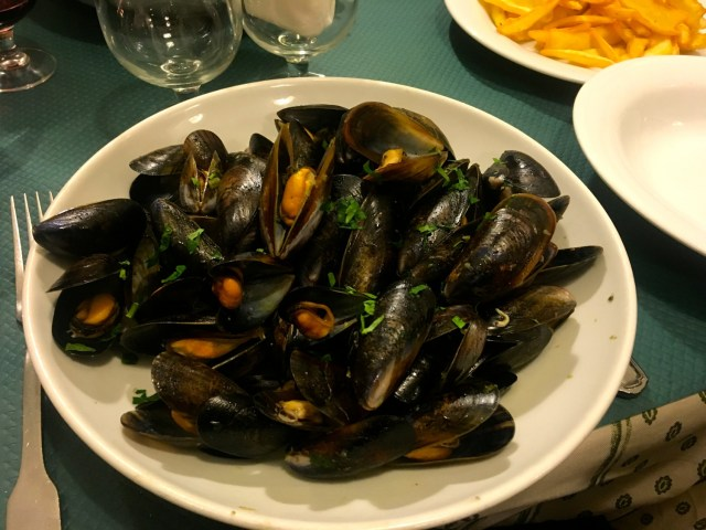 what to eat in france moules