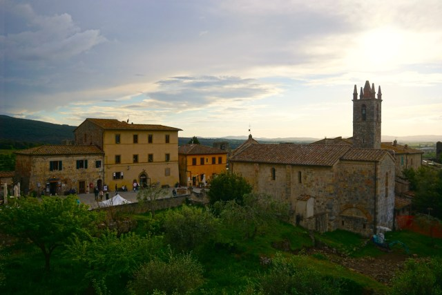 the best day trips from florence monteriggioni