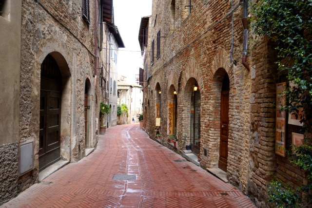 the best day trips from florence san gimignano