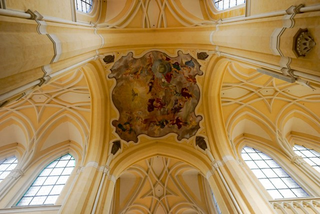 day trip from prague to kutna hora bone church