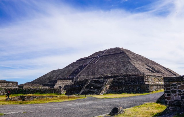 a day trip from mexico city to teotihuacan