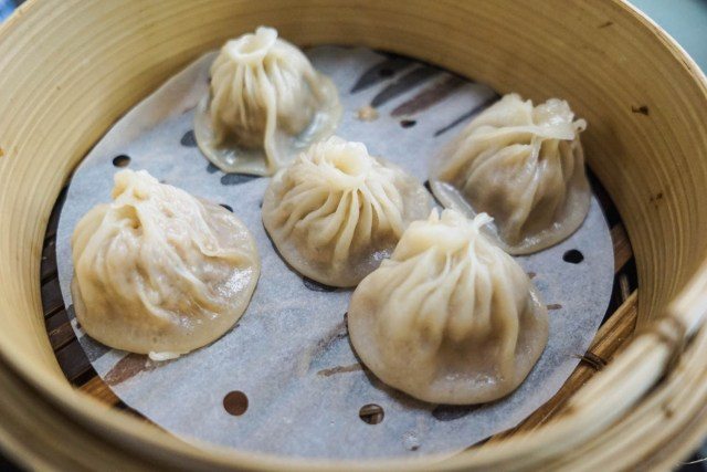 what to eat in singapore hawker hall food crawl xiao long bao soup dumplings