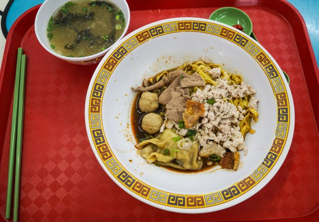 what to eat in singapore hawker hall food crawl hill street twa hai pork noodle