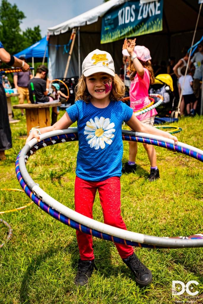 hula hooping KIBF