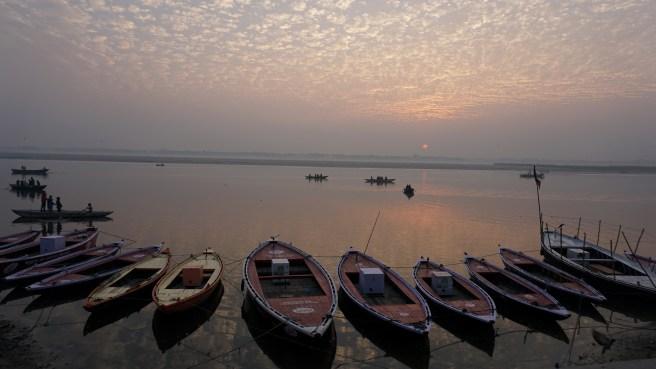 2016-2-6 Varanasi sunrise on the Ganges (32)