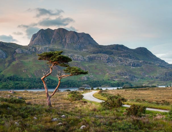 Slioch and Loch Maree(©Leading Lines)