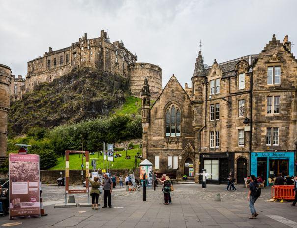 Edinburgh Grassmarket (©Leading Lines)