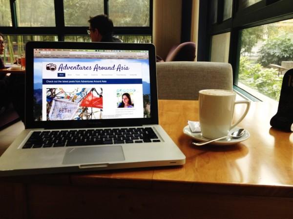blogging cafe