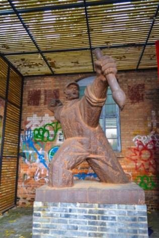 798 Art District statue