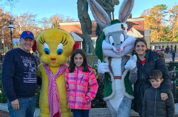 6 Reasons to See Holiday in the Park at Six Flags
