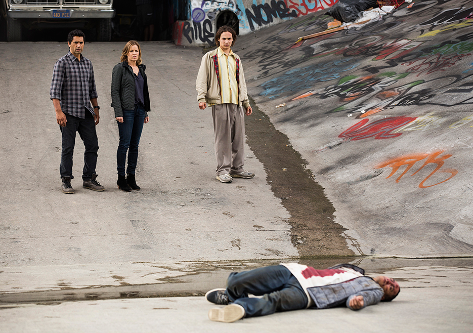 fear-the-walking-dead-episode-1-maddie-travis-nick