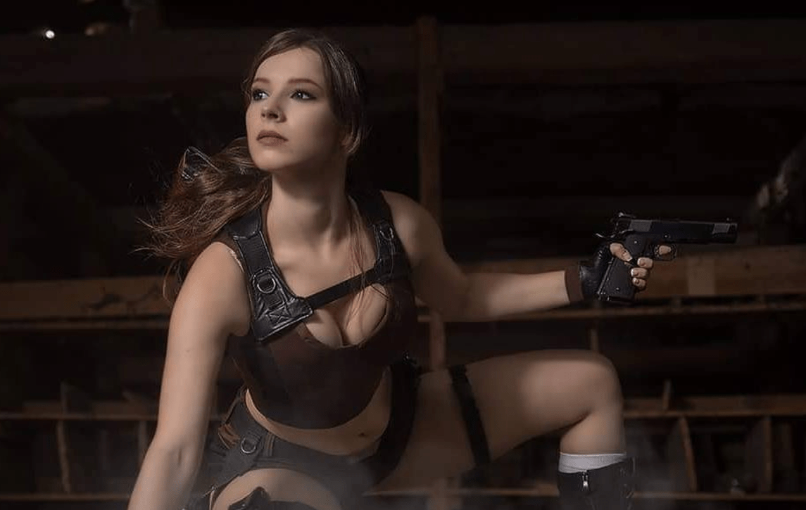 Tomb Raider: Lara Croft Cosplay by Enji-Night