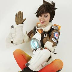 overwatch-tracer-cosplay-by-amouranth