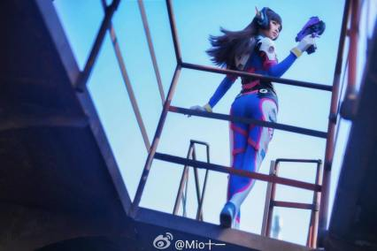 overwatch-d-va-cosplay-by-emily-mio-8