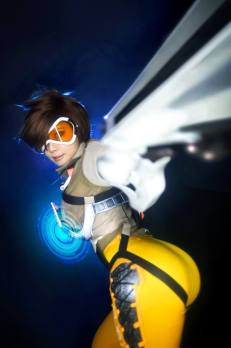 overwatch-tracer-cosplay-by-tasha-8