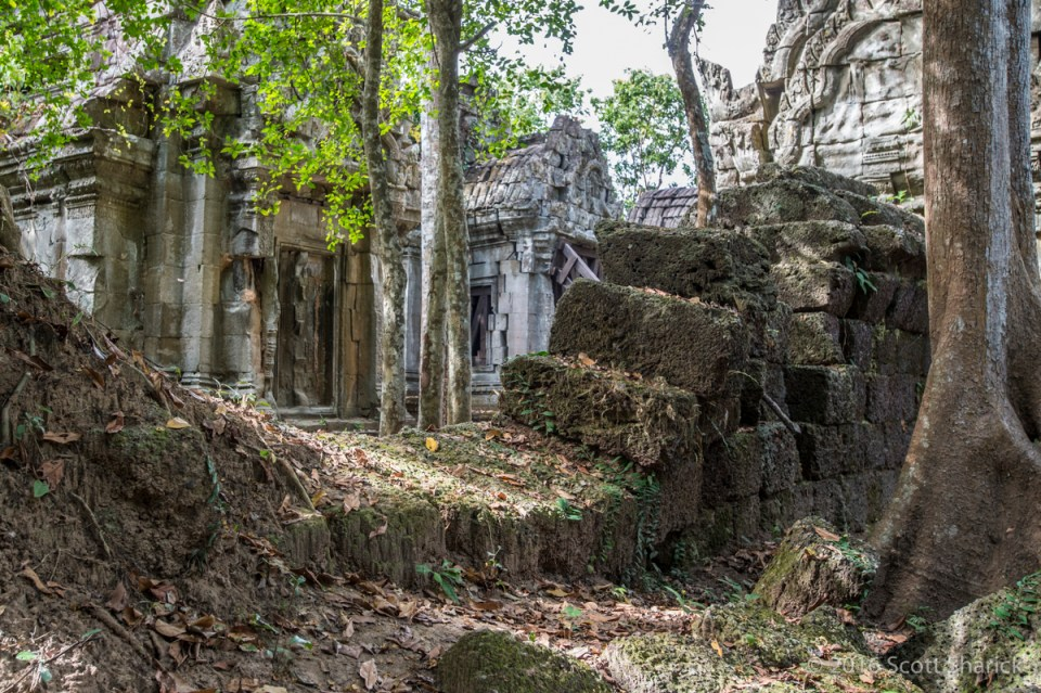 Broken Wall at Banteay Ampil