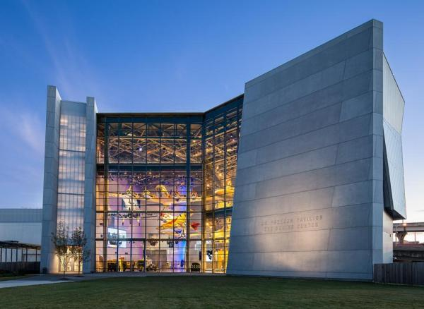 the national wwii museum in new orleans is a great date idea for family, couples or friends.