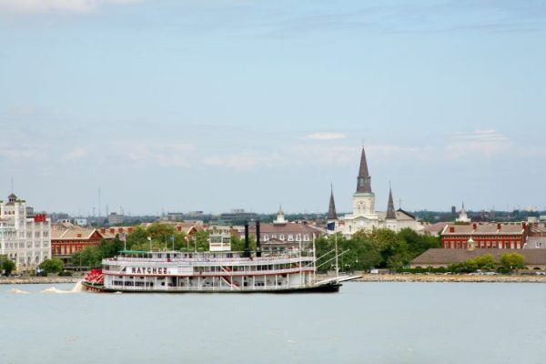 Have a meal aboard the Steamboat natchez as it travels along the might Mississippi River. Catch sites of the St. Louis cathedral as you ride along the banks of New Orleans.