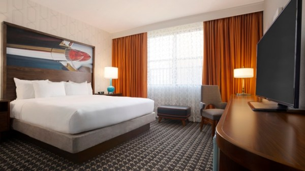 doubletree hotel with a king bed in atlanta, georgia