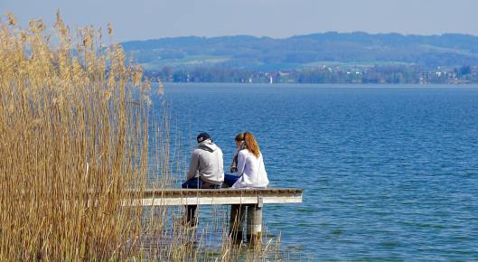 Relax out by the water and enjoy each other's company on this fantastic cheap date idea! perfect for married couples or relationships that are just starting out.