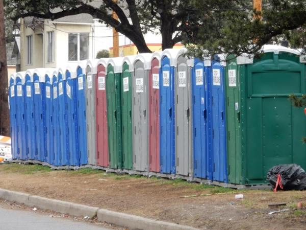 porter potties line the streets in New Orleans during Mardi Gras. Sometimes these are your only place left to pee. Learn about other great places here at adventuresofb2.com