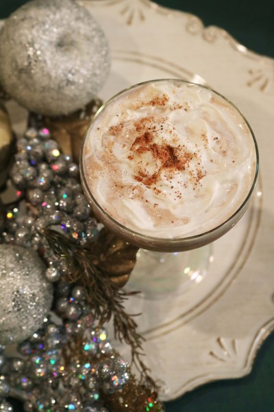 Gather around the christmas tree and treat yourself to your new favorite Christmas cocktail. The north pole cocktail is full of creamy chocolate, and flavors of cinnamon, vanilla and coffee. A delicious dessert cocktail for your next holiday party!