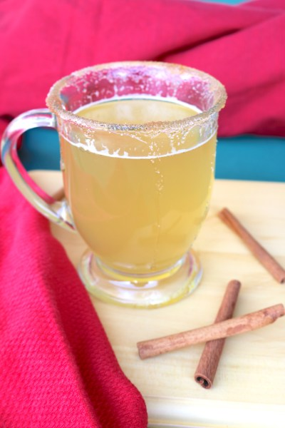 A fantastic hot toddy recipe. Filled with fireball, lemon, and honey. This is the perfect treat for cold winter nights. Warm up your winter blues with this soothing Christmas cocktail!