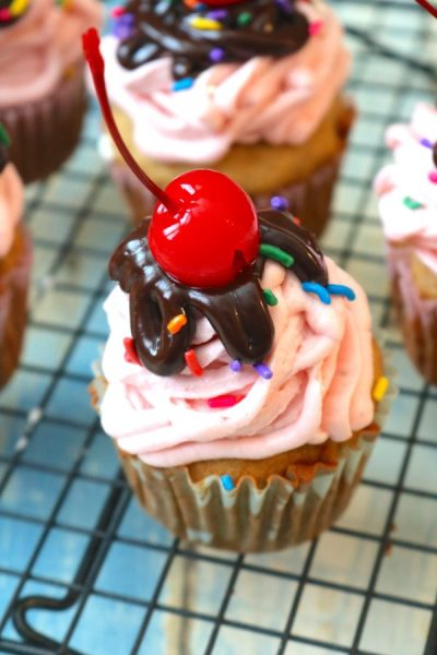 Just like an ice cream sundae, but better! Banana Split Cupcakes are full of all the flavors of chocolate, banana and strawberry all swirled together into a delicious treat! - Adventures of B2