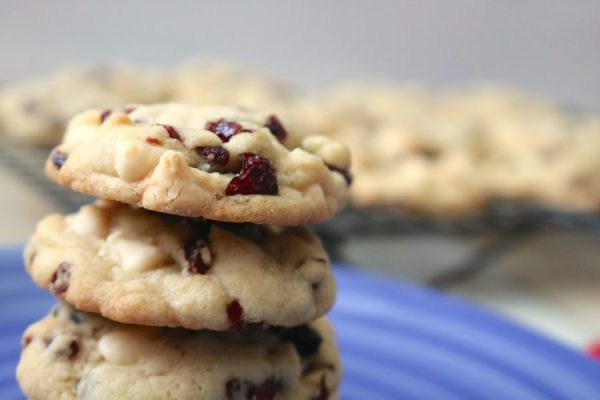 Grabbing a soft baked cookie right out the oven is the best! White chocolate cranberry cookies are the perfect combination of sweet and tart with burst of dried cranberries and white chocolate chips. A soft and chewy cookie recipe! - Adventuresofb2.com